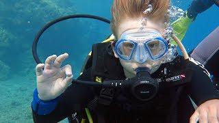 Мы в Эйлате - Красное море, РЫБКИ ГРЫЗУТ ПЯТКИ!!! Лёша с аквалангим Ч-3