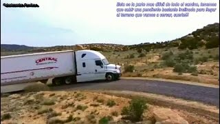 Camión Freightliner casi no puede subir cuesta cargado
