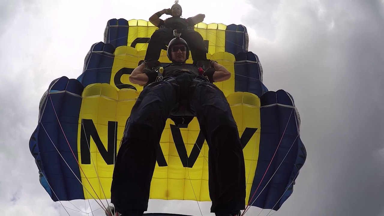 LEAP FROGS - U S  NAVY PARACHUTE TEAM | LEAPFROGS NAVY
