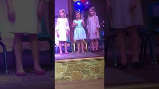 Preschool Graduation: Ella & Emmy Dee van Eeghen