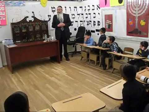 Rabbi Trenk Visiting Cheder Toras Zev to show a Model of the Makos