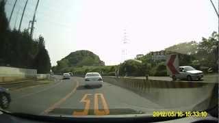 【ドライブレコーダー】覆面パトカー、フィットを検挙
