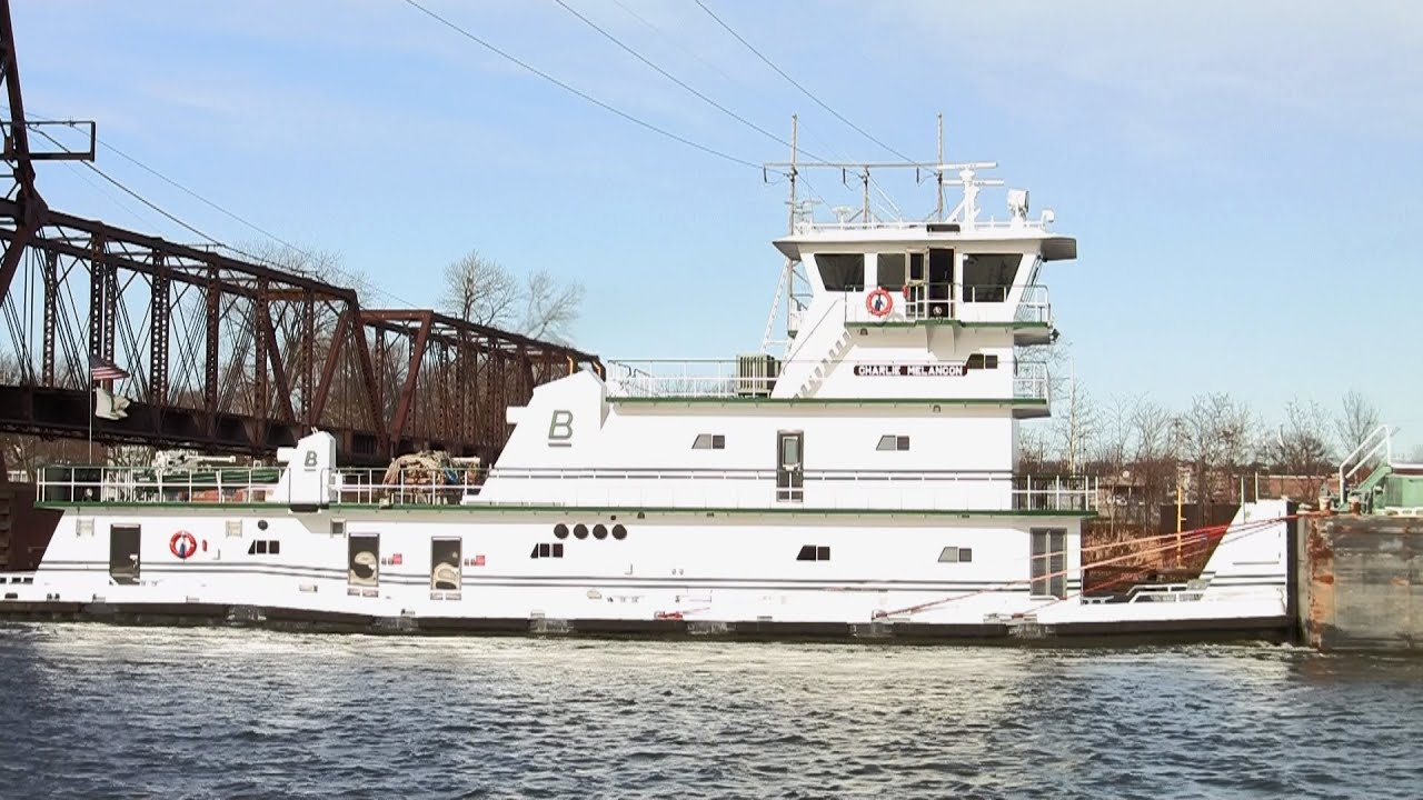 Life on the River as a Towboat Deckhand | ToughNickel