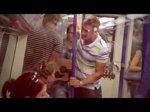 Lee Ryan busking in London (I Am Who I Am Acoustic version)