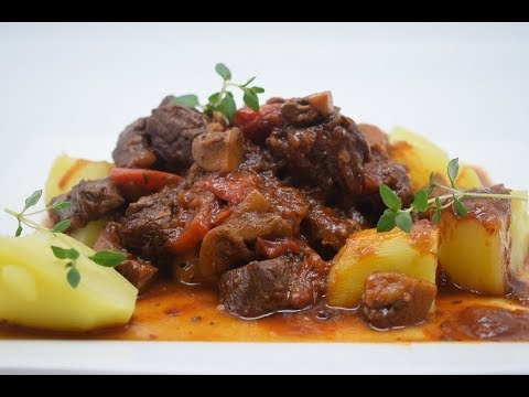 The best Hungarian beef goulash recipe  ⎜⎜  Dominique's kitchen