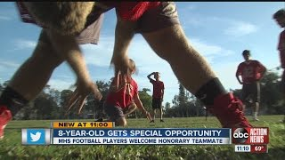 Manatee High School football players teaching 8 year old with rare condition how to be a kicker