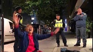 駄々っ子 スウェーデンを旅行中の中国人一家が、現地警察から手荒な扱い...