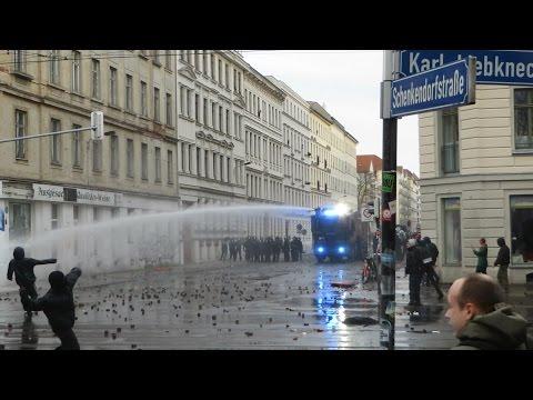 [Explosionen/CS Gas/Wasserwerfer/Brandanschläge] Kriegsartige Demo in Leipzig-Connewitz