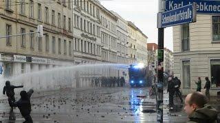 [Explosionen/CS Gas/Wasserwerfer/Brandanschläge] Kriegsartige Demo in Leipzig-Connewitz thumbnail