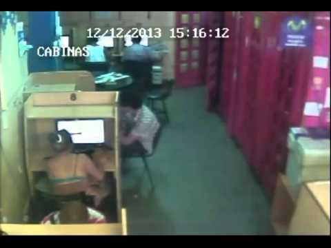 Ladrones en un cyber cerca del hospital central de Mendoza, Argentina