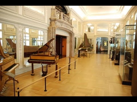 Living homeless in Belgium - Brussels 7 - Musical Instrument Museum part 2
