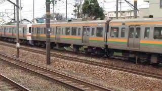 静岡鉄道桜橋駅を発車する1000形と、高速で通過する211系と313系5両編成