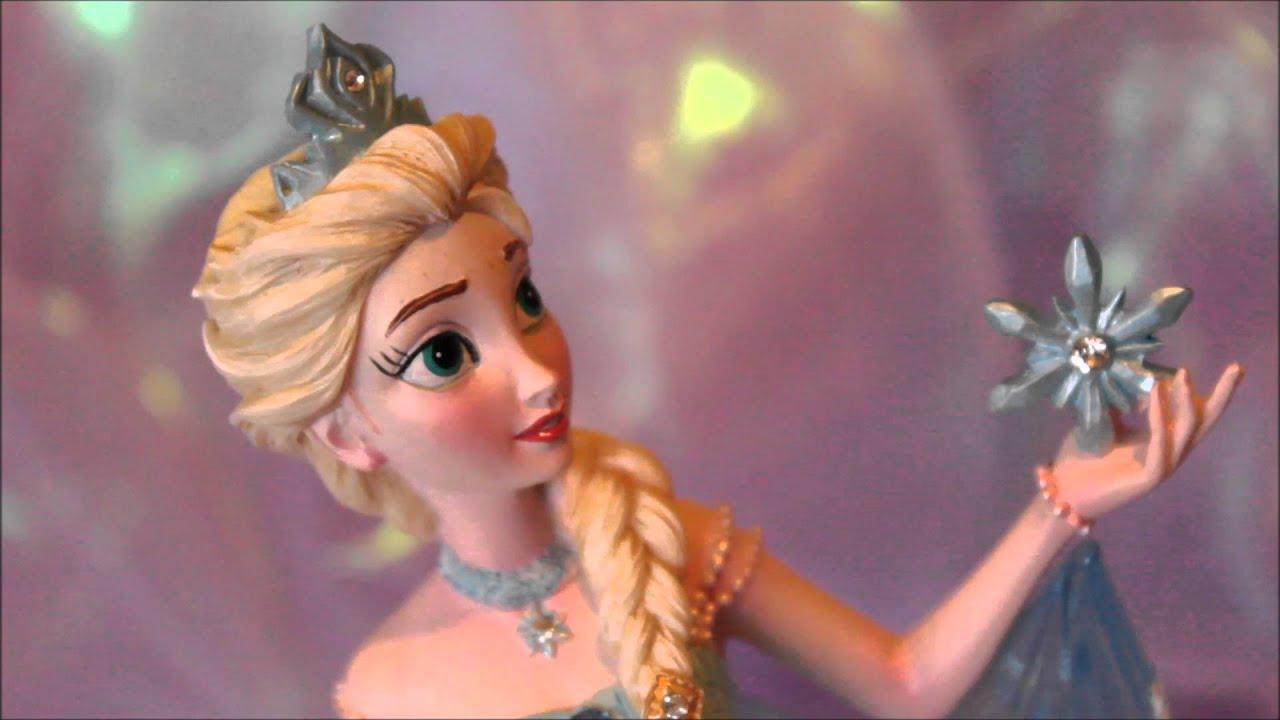 Close up look elsa 39 39 couture de force 39 39 frozen statue for Couture de force elsa