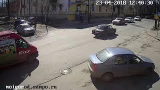 Дерево упало на автомобили, Петрозаводск