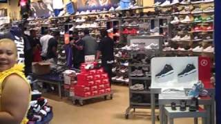 chris brown lenox mall in atl no pictures