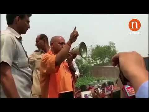 कुशीनगर: योगी आदित्यनाथ ने खोया आपा | UP CM Yogi Adityanath loses his cool in Kushinagar