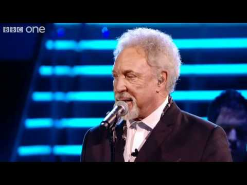Sir Tom and Leanne duet 'Mama Told Me Not To Come' - The Voi