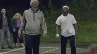 Kyrie Irving se déguise en papy et humilie des jeunes au basket