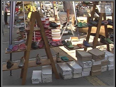 55c07de48 Liquidación de zapatos de cuero en calle Victoria - YouTube