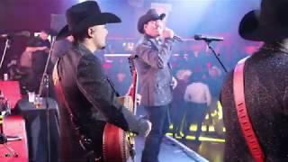 Gambar cover La Nueva Corriente De Martin Juarez - En La Misma Cama [Video Musical En Vivo]