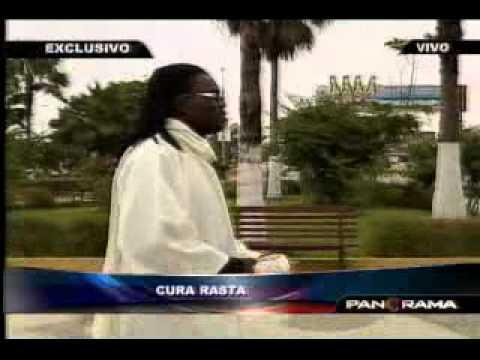 """Las predicas de un """"Cura Rasta"""" en Punta Negra"""