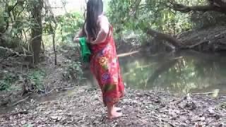 Ngintip Cewek Cantik Mandi Di Sungai Di Pinggir Gunung