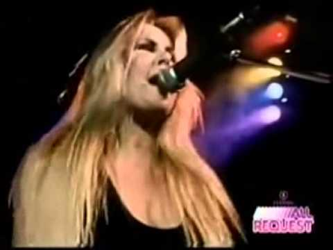 The Runaways 'Mama Weer All Crazee Now'   LIVE 1977
