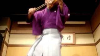 バイオリン漫談師 マグナム小林氏による芸。 バイオリンとタップによる...