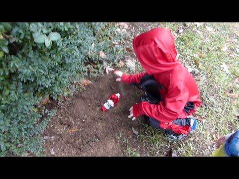 Bad elf on the shelf gets buried alive!!!