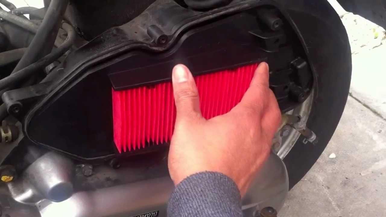 honda lead scv air filter change youtube rh youtube com Xe Lead 110 Honda Cosmopolitan Scooter