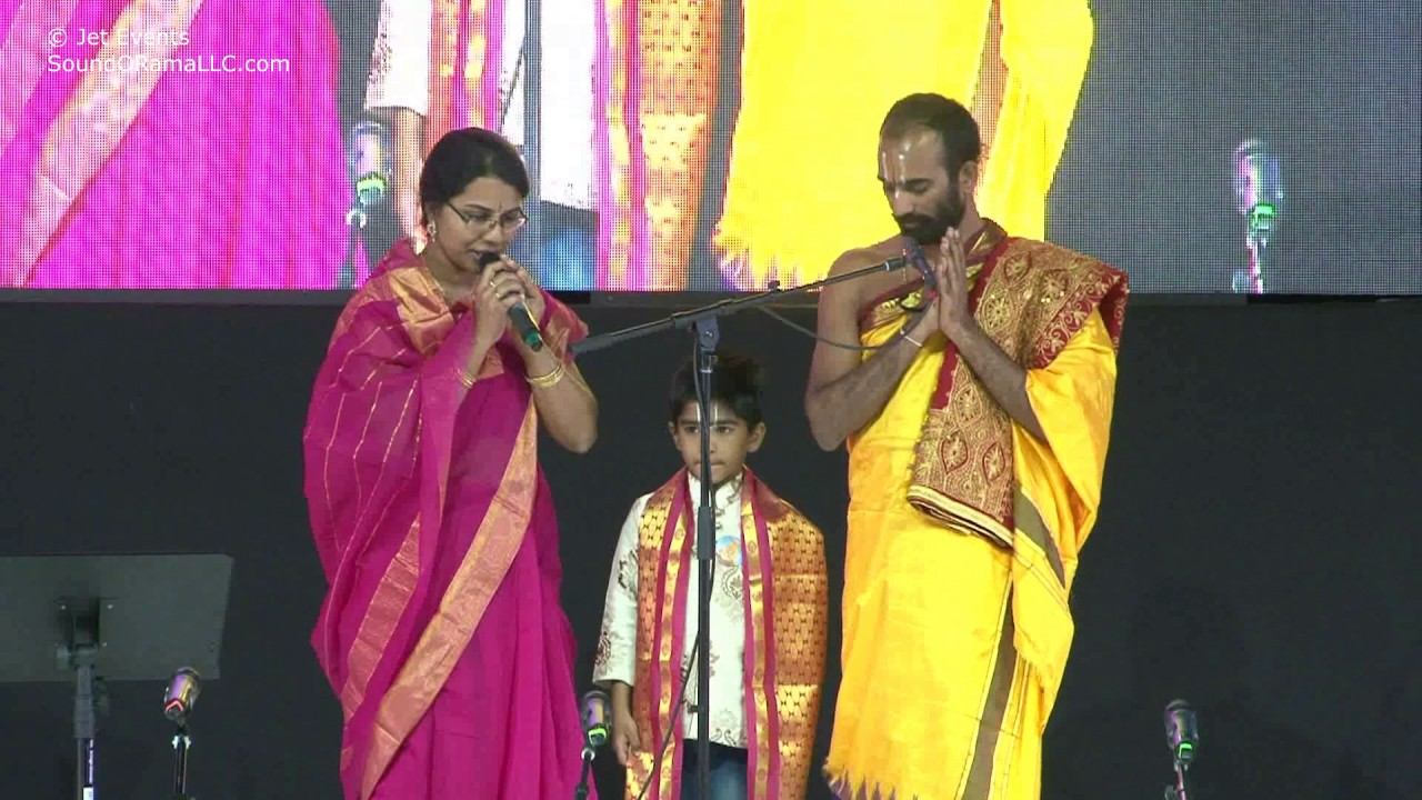 Sri Yugandhara Swamiji inviting all the Raganjali singers on to the stage..