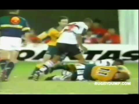 Viliame Satala hit on John Roe - Brisbane Sevens 2000