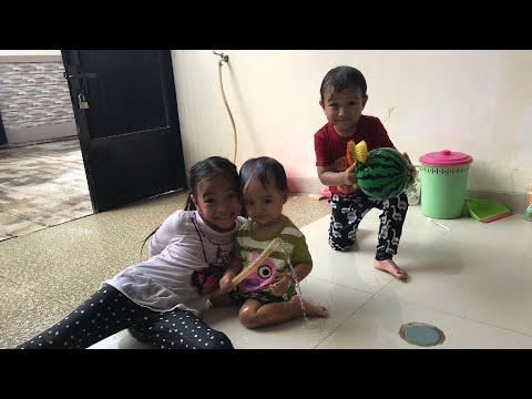Mencari Pelangi Part 2 | Kerja Sama Membersihkan Sofa Dan Barang Di Rumah | Keluarga Zara Cute