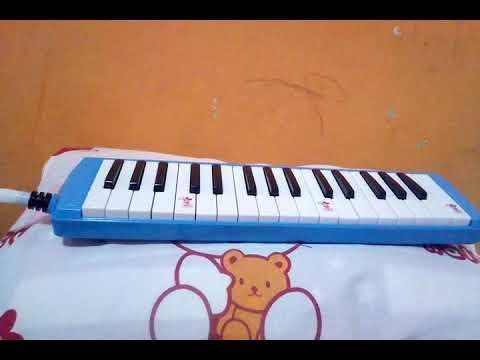 Main pianika dgn lagu indonesia tetap merdeka