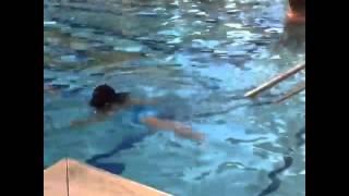 お水が大好きで 2歳にして泳いでる⁈