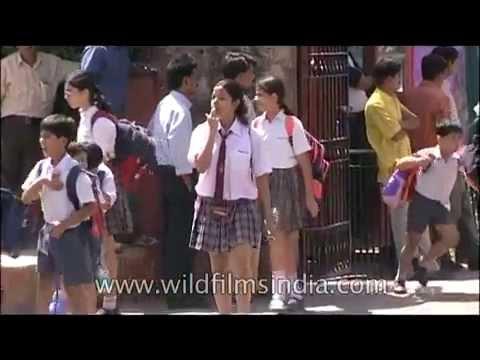 Springdales School-girls cross road in Delhi
