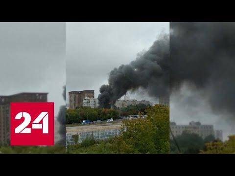 Автосервис загорелся рядом с многоэтажками на севере Москвы - Россия 24