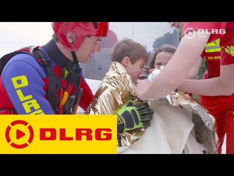DLRG: Rettungsschwimmer rettet Kinder