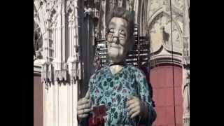 Royal de Luxe - Le carnet des mémoires de la Grand mère (Le Mur de Planck)