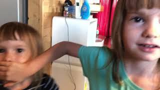 JANA UND SOPHIE AUS WIEN Spielzeug Tester Fans aus Wien