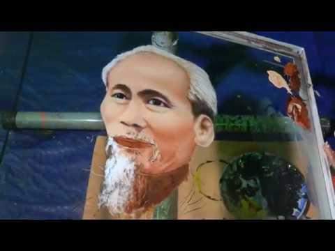 Họa Sĩ Đoàn Việt Tiến – Vẽ Chân Dung Bác Hồ Ngược Kính – Draws Portraits Backwards On The Glasses