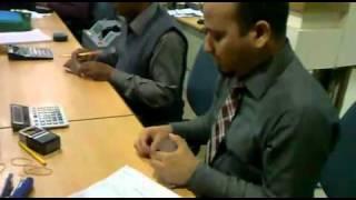 Мужик считает деньги как машинка(, 2012-01-13T10:43:29.000Z)