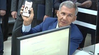 Минниханов проверил долги по налогам и показал новый iPhone X