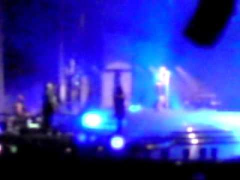 Light up Leona Lewis