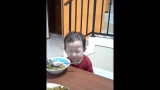 Berhasil!!! Dapat video Josh berdoa sebelum makan