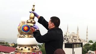 Ренат Агзамов делает торт в Стамбуле на крыше