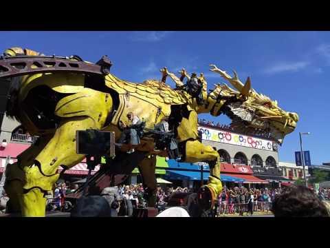 Day 2 (Morning) - Pt 3 - Long Ma explores the Byward Market - [La Machine Ottawa 2017]