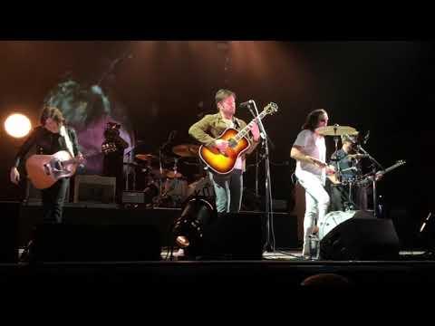Kings of Leon - Milk (live Mexico City)