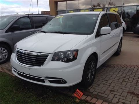 2017 Chrysler Town Country S White