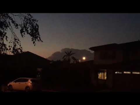 Strange Weather: Huge Lightning Cloud